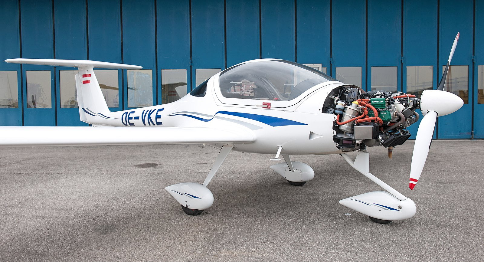 DA20i_Highlight_2_Propulsion_and_Avionics_Bild_0_Teaser_with_Rotax_full_074050c162